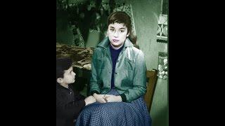 Το κορίτσι με τα παραμύθια Αλίκη Βουγιουκλάκη To koritsi me ta parami8ia Aliki Vougiouklaki